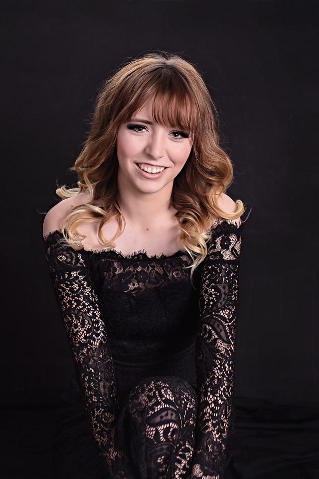 Young teen girl portrait photograpy studio